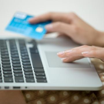 Cum te PROTEJEZI împotriva fraudelor prin carduri ?